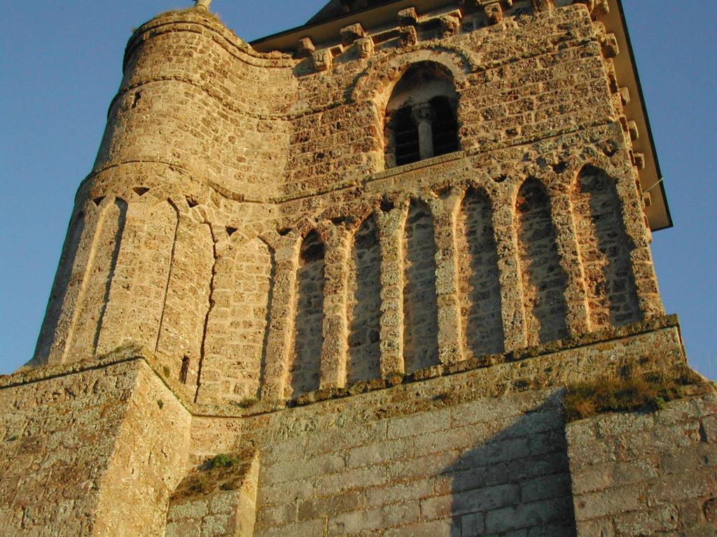 Le clocher d'Avremesnil orné d'arcs sécants